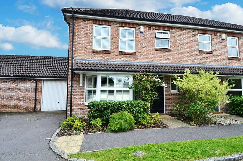 3 Bedrooms Semi Detached House for sale in Juniper Lane, Flackwell Heath, HP10