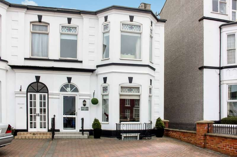 6 Bedrooms Semi Detached House for sale in Seabank Road, Southport