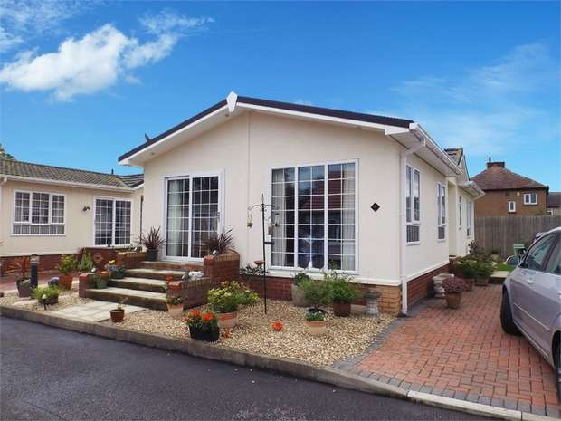 2 Bedrooms Detached Bungalow for sale in Marsh Road, Rhyl, Denbighshire