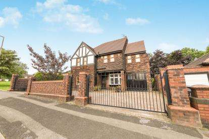 4 Bedrooms Detached House for sale in Montague Road, Ashton-Under-Lyne, Greater Manchester, Ashton