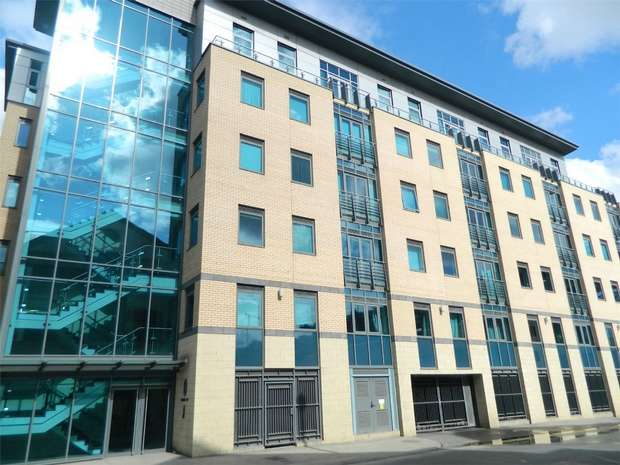 2 Bedrooms Flat for sale in Merchants Quay, City Quayside, Newcastle upon Tyne