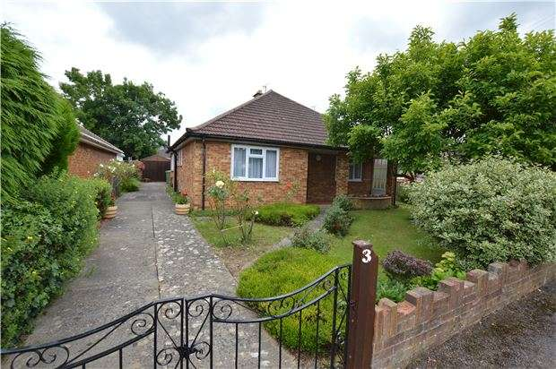 2 Bedrooms Detached House for sale in Lears Drive, Bishops Cleeve, CHELTENHAM, Gloucestershire, GL52 8NR