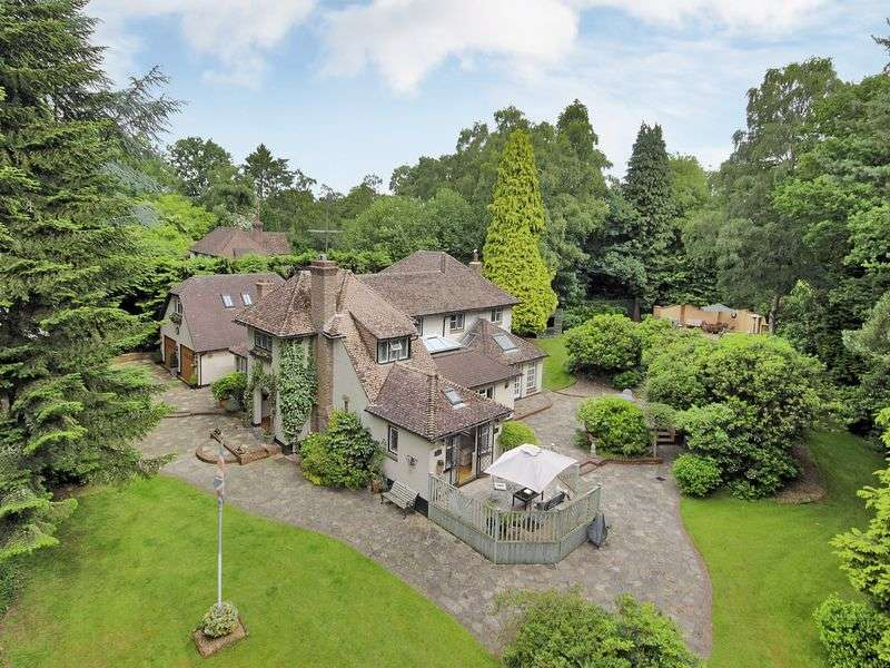5 Bedrooms Detached House for sale in Old Forge Wood, Crawley, West Sussex