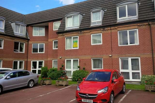 1 Bedroom Flat for sale in 57 Kirk House, Pryme Street, Anlaby HU10 6EL. Well-presented 1 bed first floor flat for the over 55s.