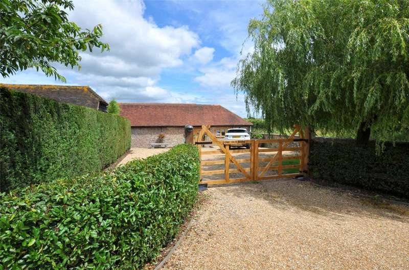 3 Bedrooms Semi Detached House for sale in Old Place Lane, Westhampnett, Chichester, West Sussex, PO18