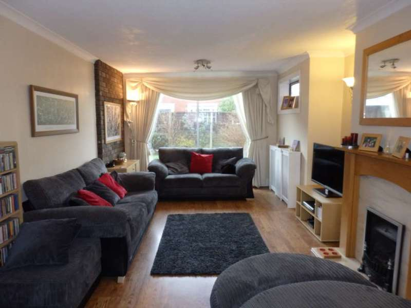 3 Bedrooms Semi Detached House for sale in Barcroft Road, Smithills