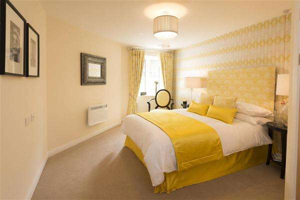 2 Bedrooms Apartment Flat for sale in Broadfield Court, Prestwich