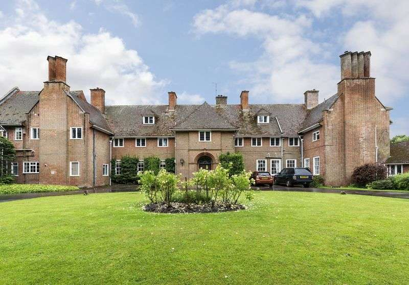 3 Bedrooms Flat for sale in Little Cheverell, Devizes, Wiltshire, SN10 4JL