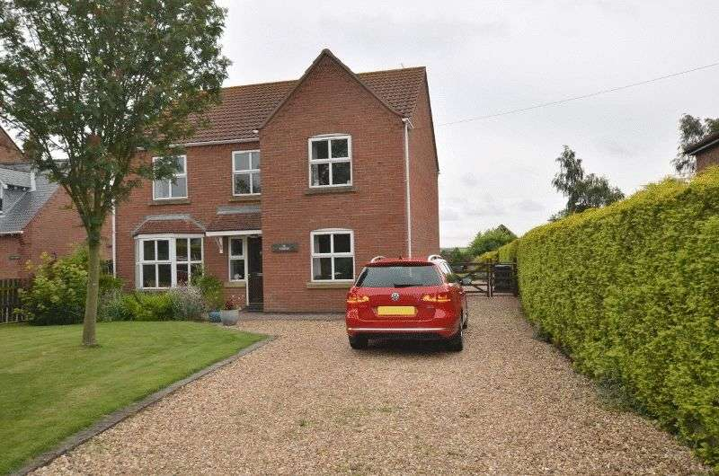 4 Bedrooms Detached House for sale in The Paddock, Scotterthorpe, Gainsborough