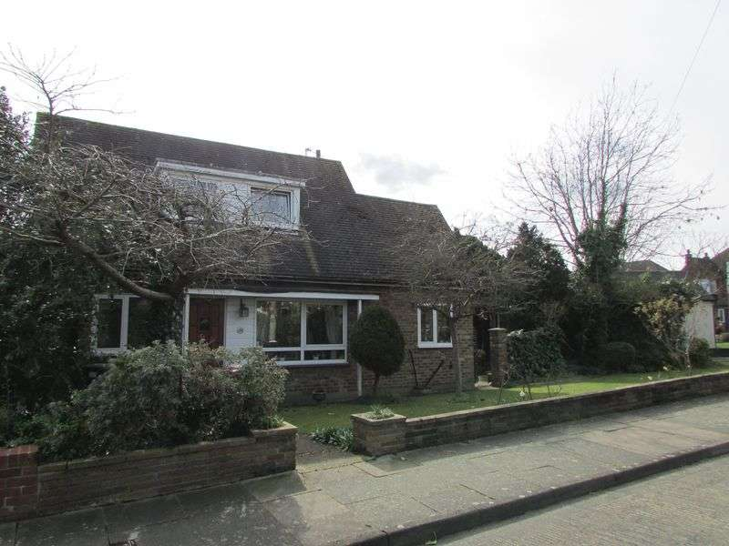 3 Bedrooms Detached Bungalow for sale in Heath Road, Bexley