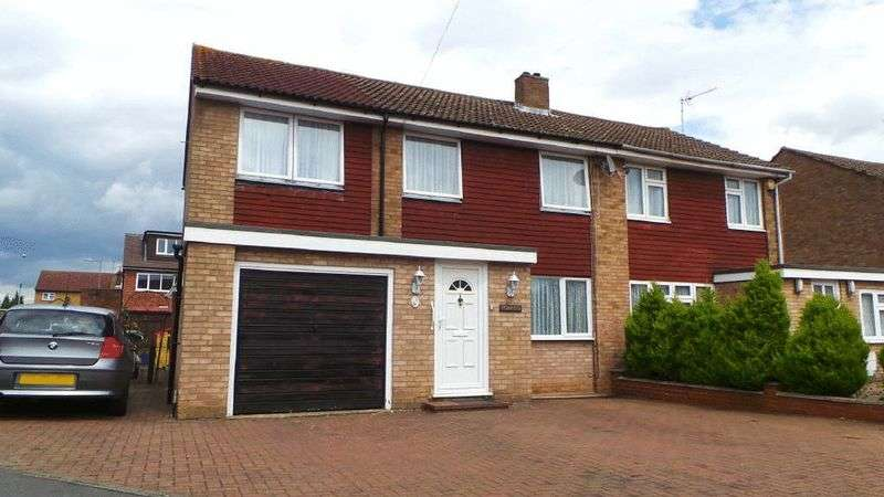 4 Bedrooms Semi Detached House for sale in Southmead Crescent, Cheshunt