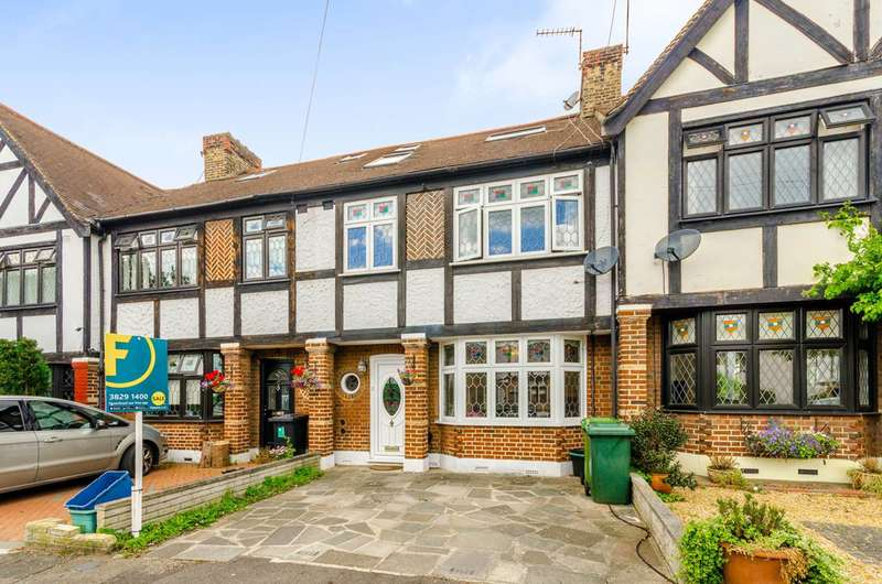 4 Bedrooms House for sale in Cherry Tree Rise, Buckhurst Hill, IG9