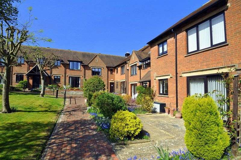 2 Bedrooms Retirement Property for sale in Parsonage Court, Highworth, Swindon, SN6 7TJ