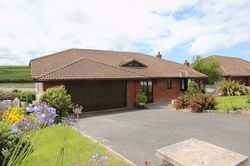 4 Bedrooms Detached House for sale in Trevean Way, Newquay