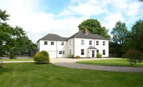 5 Bedrooms Detached House for sale in ELLESMERE HOUSE, WALTHAM ROAD, BRIGSLEY, GRIMSBY