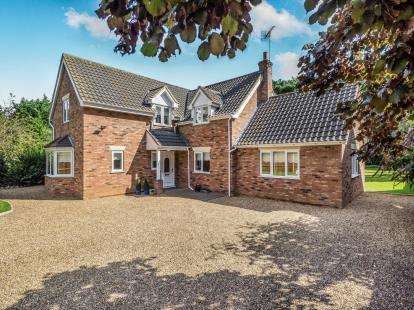 3 Bedrooms Detached House for sale in Wroxham, Norwich, Norfolk