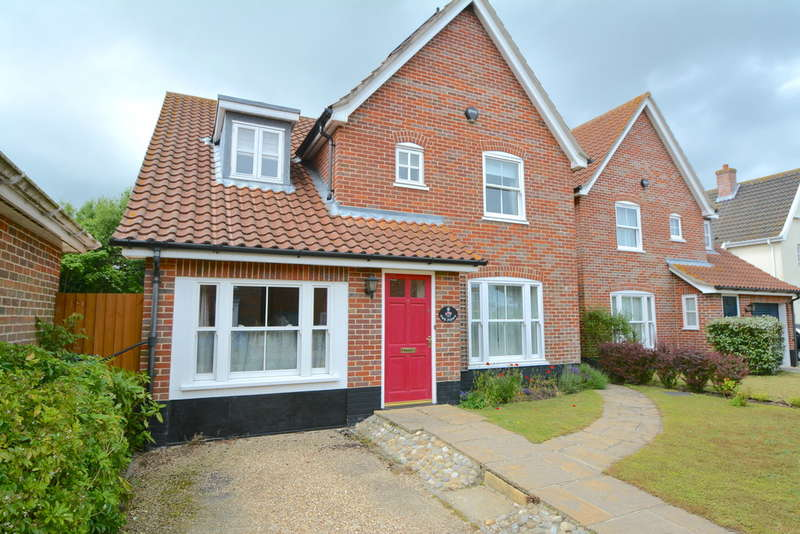 4 Bedrooms Detached House for sale in Chatten Close, Wrentham