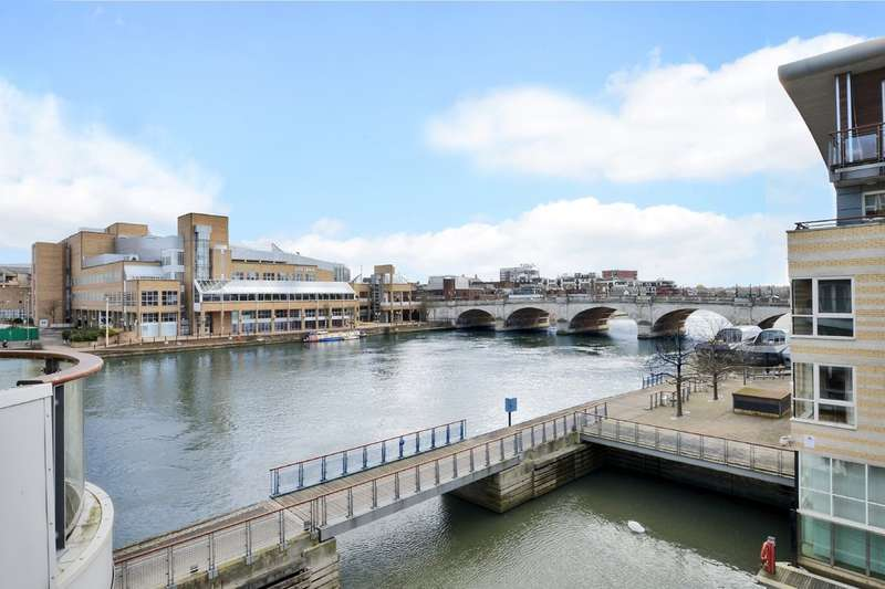 2 Bedrooms Flat for sale in Hampton Wick Riverside