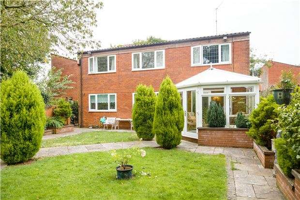 3 Bedrooms Detached House for sale in Sandringham Park, DOWNEND, BRISTOL, BS16 6NZ