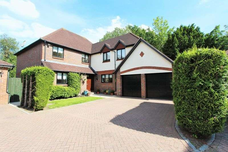 5 Bedrooms Detached House for sale in 5 bedroom detached house for sale in Gainsborough Place, Chigwell, IG7