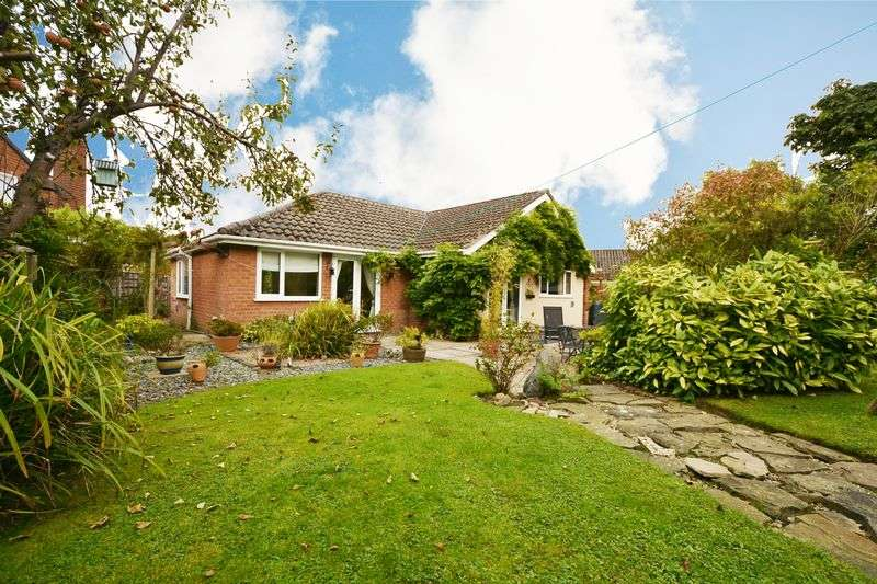 4 Bedrooms Detached Bungalow for sale in Oakdale Drive, Heald Green, Cheadle