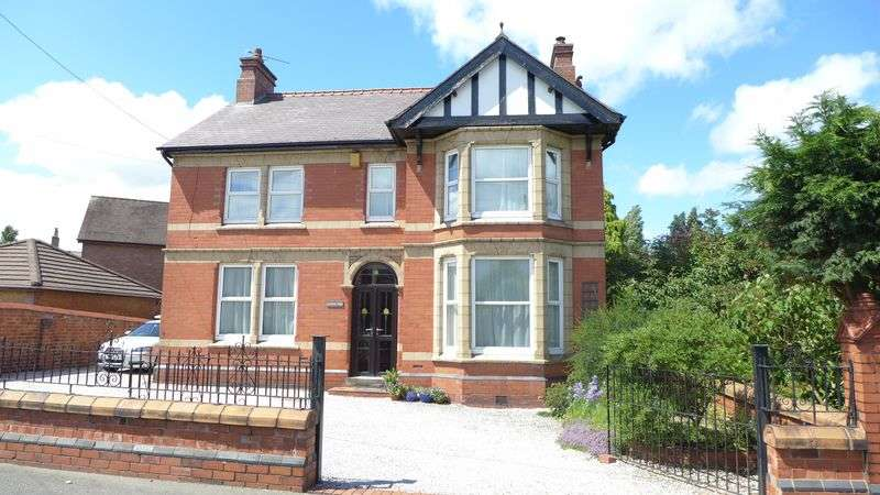 4 Bedrooms Detached House for sale in Bank Street, Wrexham