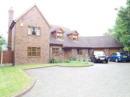 4 Bedrooms Detached House for sale in High Road, Broom, Biggleswade, Bedfordshire