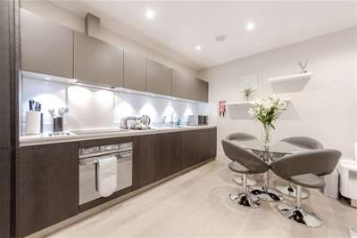 2 Bedrooms Flat for rent in The Quadrant, Richmond, TW9