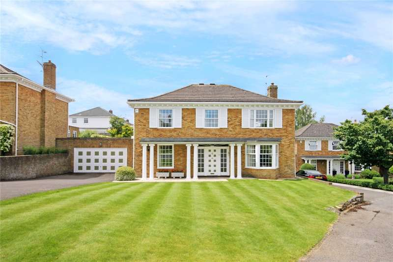 4 Bedrooms Detached House for sale in Badingham Drive, Fetcham, Leatherhead, Surrey, KT22