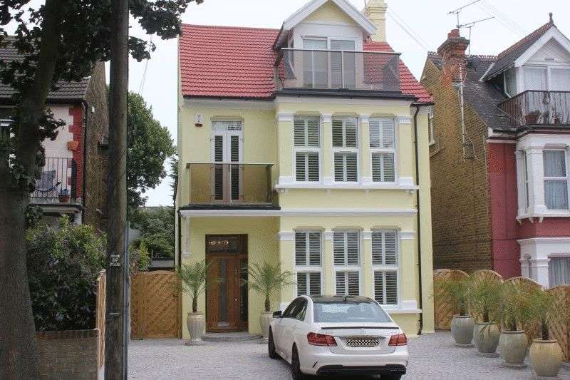 5 Bedrooms Detached House for sale in Cossington Road, Westcliff-On-Sea