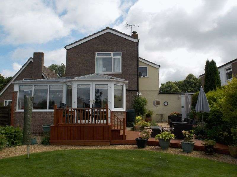 4 Bedrooms Detached House for sale in Broad Green Close, Chevington