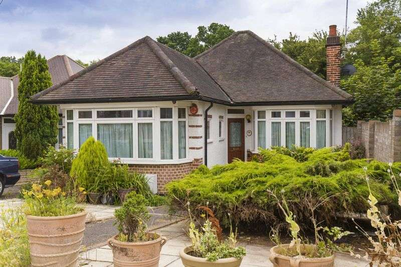 2 Bedrooms Detached Bungalow for sale in Links Side, Enfield
