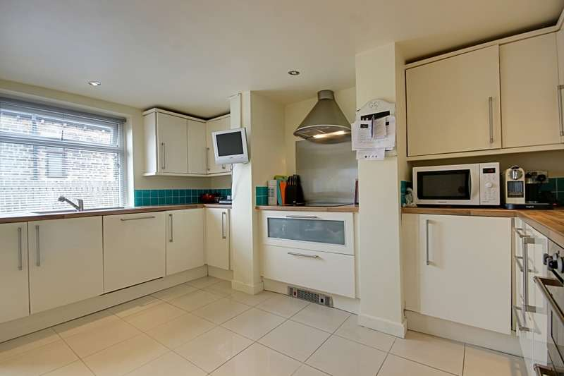 3 Bedrooms End Of Terrace House for sale in Bankfield terrace, Halifax, West Yorkshire, HX6