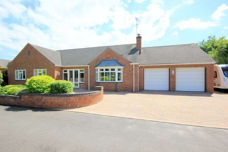 3 Bedrooms Detached Bungalow for sale in Woodlands Drive, Aston-by-Stone