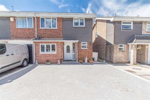 3 Bedrooms Semi Detached House for sale in Lyndene, BENFLEET, Essex