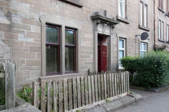 1 Bedroom Ground Flat for sale in Dens Road, Dundee, Angus, DD3 7JD