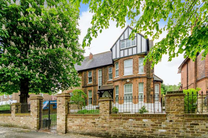 5 Bedrooms House for sale in Wellington Road, Bush Hill Park, EN1