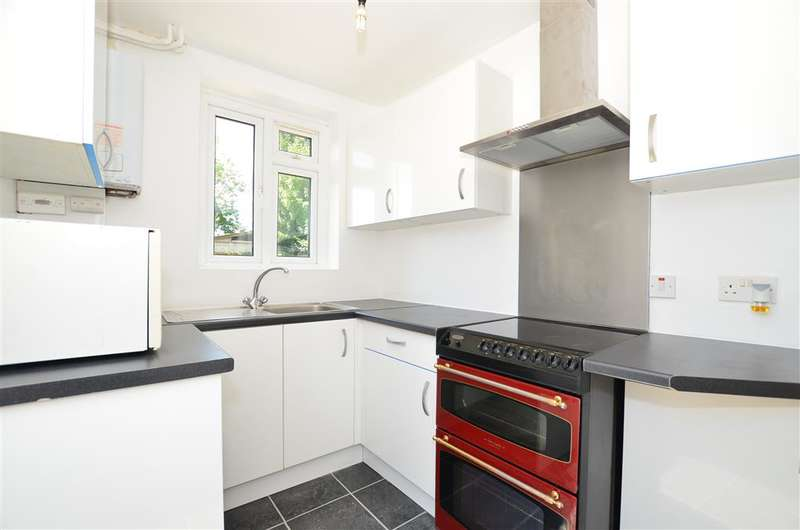 3 Bedrooms Semi Detached House for sale in Albany Park Road, Leatherhead, Surrey