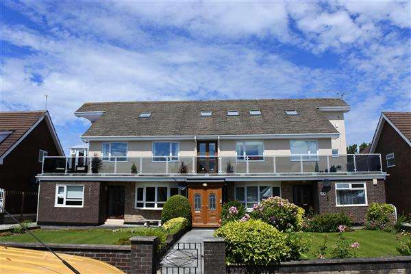 5 Bedrooms Apartment Flat for sale in Newton Drive, Blackpool