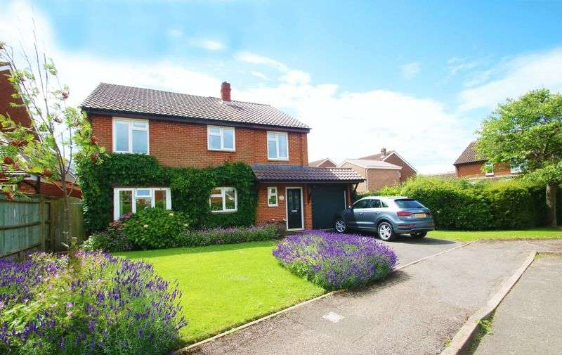 5 Bedrooms Detached House for sale in Oakley, Buckinghamshire