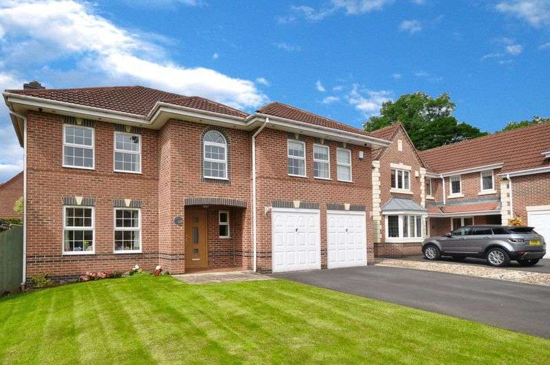 5 Bedrooms Detached House for sale in Pargate Chase, Rochdale