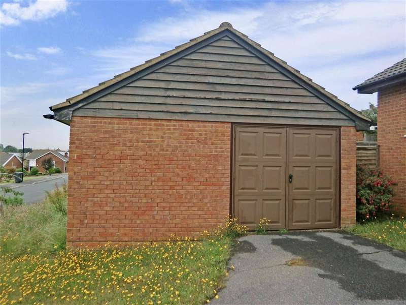 2 Bedrooms Bungalow for sale in Kestrel Close, Sandown, Isle of Wight
