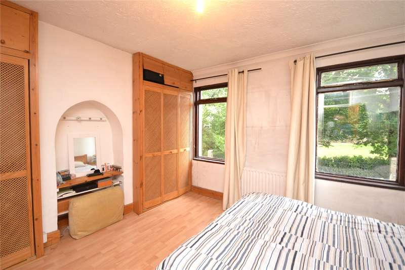 3 Bedrooms Terraced House for sale in Brunswick Park Road, New Southgate, London, N11