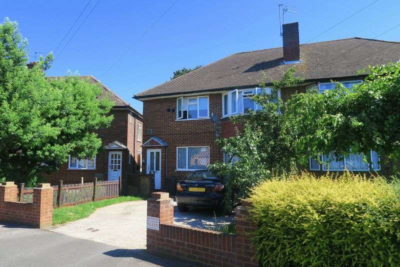 2 Bedrooms Flat for sale in THE GARDENS, BEDFONT
