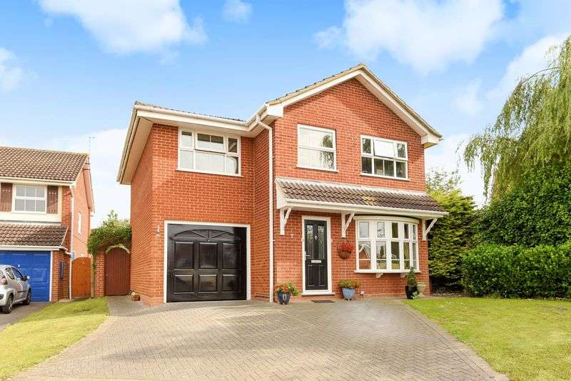 4 Bedrooms Detached House for sale in Hawker Way, Reading