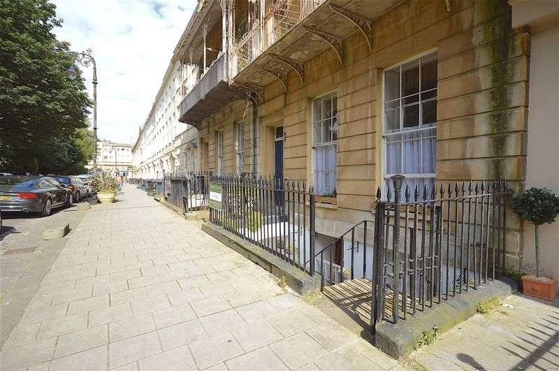 2 Bedrooms Flat for sale in 30 Caledonia Place, Clifton, Bristol, BS8 4DL
