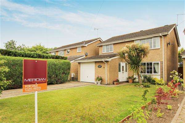 4 Bedrooms Detached House for sale in Clare Lodge Close, Christchurch