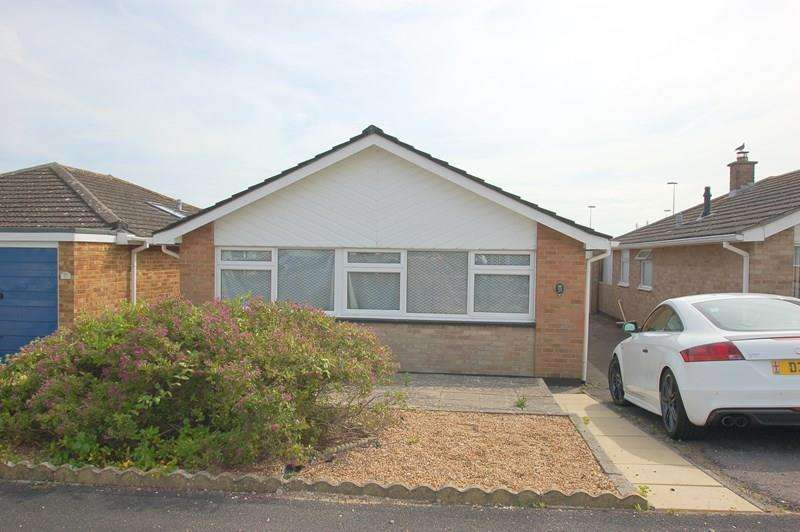2 Bedrooms Bungalow for sale in Martello Close, Alverstoke, Gosport