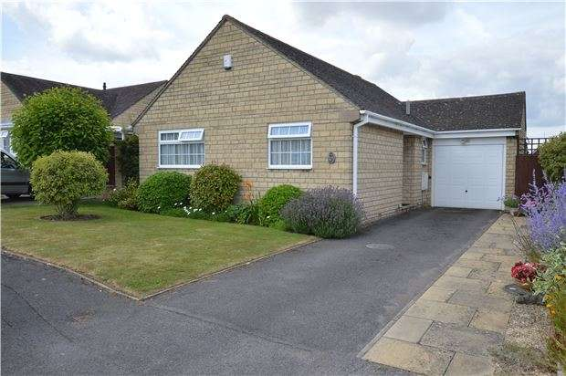 2 Bedrooms Detached House for sale in Foster Close, Bishops Cleeve, CHELTENHAM, GL52 8DF