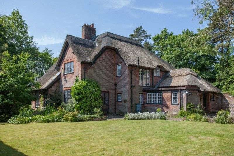 4 Bedrooms Cottage House for sale in Taverham, Norwich